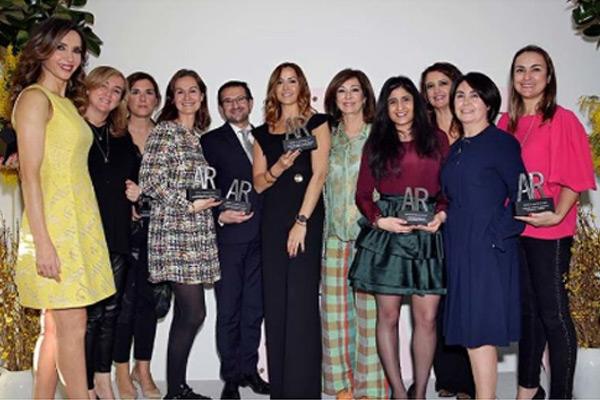 VOLUMAX COLOUR CARE&GLOSS: Mejor producto de maquillaje en los premios de belleza AR.
