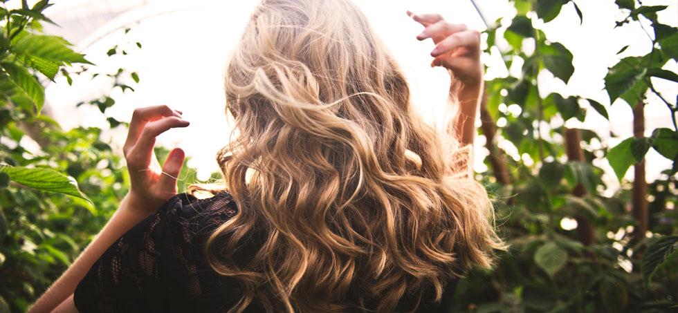 Esta primavera, frena la caída del cabello de la forma más natural